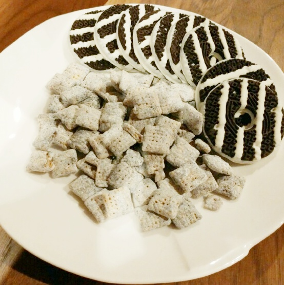 Chex Muddy Buddies Cookies & Cream and Keebler Fudge Stripes Cookies & Creme on a plate